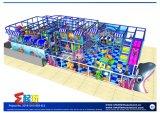 Campo de jogos interno atrativo com projeto livre