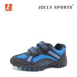 Deportes de la manera de la comodidad que funcionan con los zapatos de las muchachas de los muchachos de los cabritos