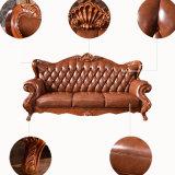Sofá de cuero de madera con la mesa de centro para los muebles caseros