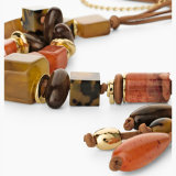 La ceramica placcata oro di colore rosso dell'oggetto d'antiquariato dei monili di stile della Boemia borda la collana lunga per i monili di istruzione delle donne