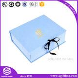 Твердая бумажная коробка упаковывая вокруг коробки подарка