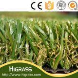 Césped artificial sintetizado que ajardina la alfombra artificial de la hierba