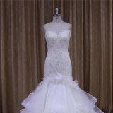 上のクリームがかった白のパーティー向きのドレスのウェディングドレス