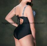 女性大きいサイズのビキニ、とサイズのビキニの水泳の摩耗