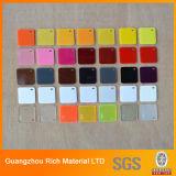 El claro y el color echaron la hoja de acrílico plástica del plexiglás de acrílico de la tarjeta PMMA