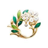 金属の方法宝石類が付いている白い鳥のブローチ