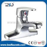 Faucets quentes fixados na parede de bronze do banho de chuveiro da água fria do cromo