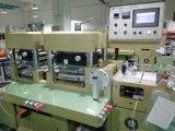 Automatisches Flachbett-faltende stempelschneidene Maschine mit dem heißen Stempeln