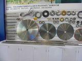 La máquina de la fabricación de papel parte las láminas del disco