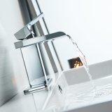 Moderner einzelner Griff-Wasserfall-Badezimmer-Wannen-Hahn (Chrom-Ende)