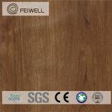 Panneaux d'étage en bois auto-adhésifs bon marché de PVC de regard