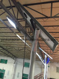 um jogo da luz de rua solar da lâmpada elevada de 8m