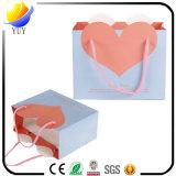 Sac de papier acquéreur clair de configuration colorée de coeur