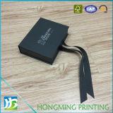 カスタム黒い絹のリボンが付いているロゴによって印刷される宝石箱