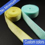 O costume não colore nenhuma cinta de ombro mínima do cetim do sutiã