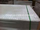 Pounch perforó el panel acústico del cemento de la fibra