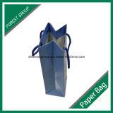 ハンドルが付いている光沢のある白ワインの包装の紙袋