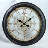 金属円形の旧式なフランス型の柱時計