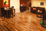 Pavimentazione di legno a più strati con la pittura UV