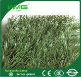 인공적인 뗏장 잔디가 합성 물질에 의하여