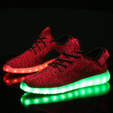 USB que carga los zapatos coloridos ligeros del deporte del ocio que contellean que brillan intensamente