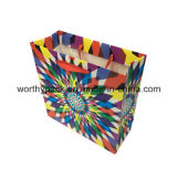 Цветастые подарки праздника упаковывая бумажные мешки