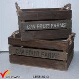 Le cru de type de ferme réutilisent la caisse en bois de fruit