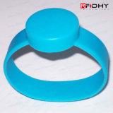方法RFIDはシリコーンのリスト・ストラップかブレスレットを防水する