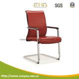 新しい椅子はスタッフの会合のオフィスの着く