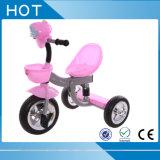O triciclo pequeno brinca o triciclo barato dos miúdos com músicas e luz