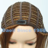 Parti dei capelli di Extenison dei capelli nel colore chiaro con l'onda del corpo