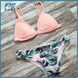 Frauen-reizvoller Kontrast-Farben-Brasilianer-Bikini