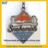Kundenspezifische Medaille für Fluss-Lack-Läufer, weicher Decklack, Druckguß, antikes Silber