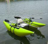 2016 um barco inflável do pontão da pesca da pessoa