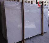 壁のクラッディングまたはフロアーリングのための中国の起源の自然な石造りの雪の白い大理石の平板