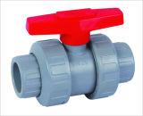 Válvula de bola doble de Unoin del PVC, extremo del zócalo