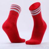 Drei Streifen Mittler-Kalb Längen-Skateboard-/Baseball-Socken