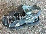 Le santal de gosses chausse les chaussures occasionnelles plates de chaussures d'enfants