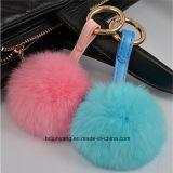 実質のウサギの毛皮の球のPomponsを整える女性袋