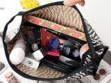 ヨーロッパ米国はシマウマの傾向手の化粧品袋を縞で飾る