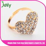 El último anillo de compromiso simple del anillo de bodas del dedo del oro