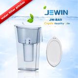 Mini tipo agregado familiar do jarro do filtro de água bebendo