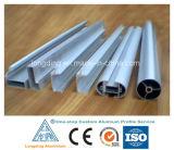 O alumínio da fábrica expulsou perfis para o perfil de alumínio