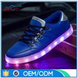 人および女性新しいデザインLED軽い靴の恋人の最新の様式のための大人LEDの夏のスニーカー