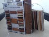 Laminate FlooringのためのBoardusedのまわりを回ること