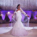 Blanc plus la taille perlant la longue robe de mariage de sirène