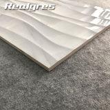 300X600は壁、波の白い壁のタイルのための優雅な大理石のタイルを卸し売りする