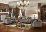 Strato classico del tessuto dell'oggetto d'antiquariato del sofà del salone con la base intagliata di legno