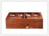 30 лет коробки старого ликвора вина деревянной