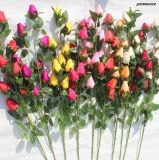 Il germoglio artificiale di seta poco costoso della Rosa fiorisce i fiori falsi per la decorazione domestica di cerimonia nuziale